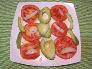 Ensalada tomate con aceite al orégano